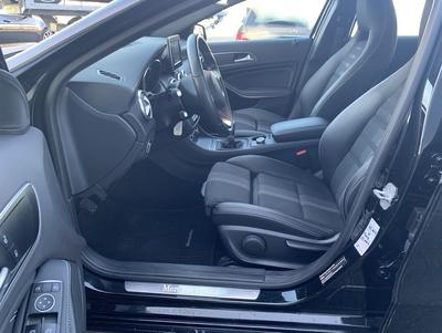 Mercedes_A180UrbanZw_4.jpg