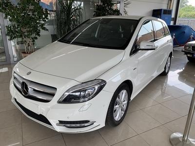 Mercedes_B180wit_2.jpg