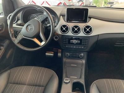 Mercedes_B180wit_3.jpg