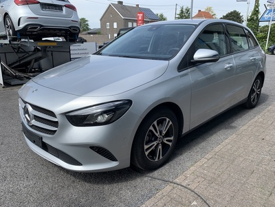 Mercedes_B180247_2.jpg