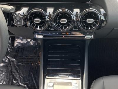 Mercedes_B180247_4.jpg