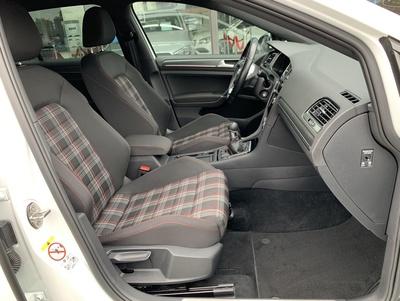 VW_GTIPerf_14.jpg